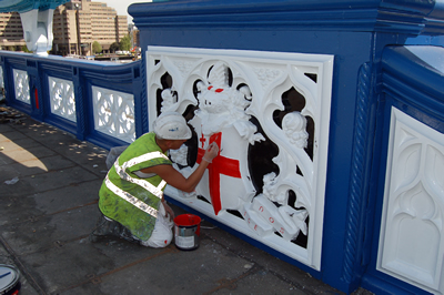 Ian, painting the shield on the South East Bridge Parapet